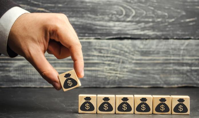 資本金はどのように決めればいい?税金や与信への影響は?